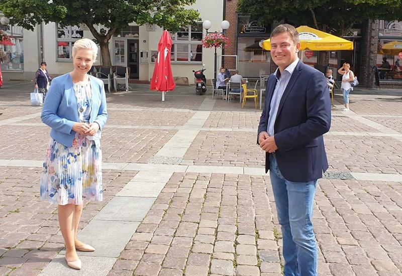 Infostand der SPD auf Güstrower Wochenmarkt